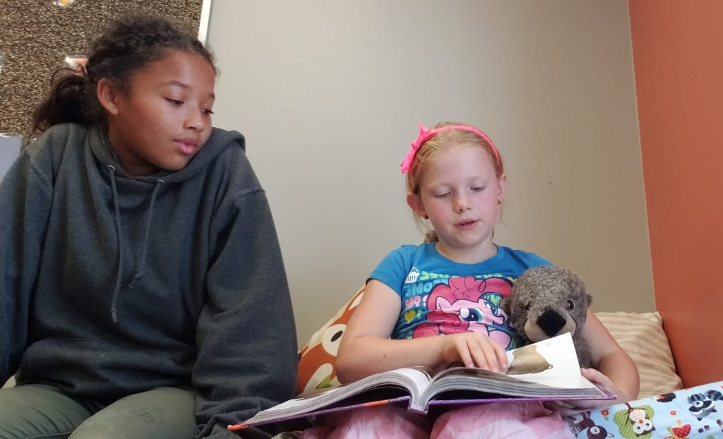Middle School mentors read to elementary students